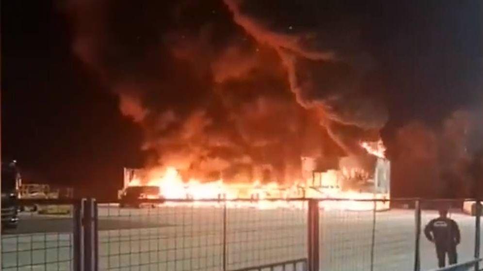 Foto: Imagen del momento del incendio en Jerez.