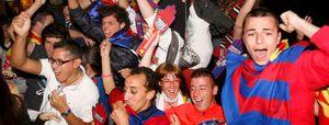 Miles de aficionados se concentraron en Canaletas para celebrar la Liga