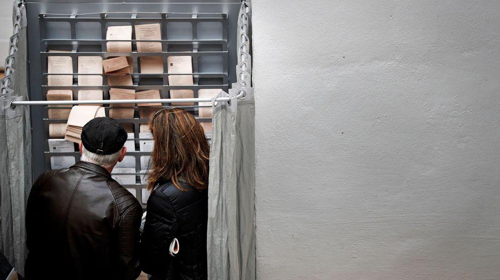 Foto: Jornada electoral en Pamplona. (EFE)