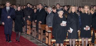 Post de El frío reencuentro de Letizia y la infanta Cristina en el funeral de la infanta Pilar