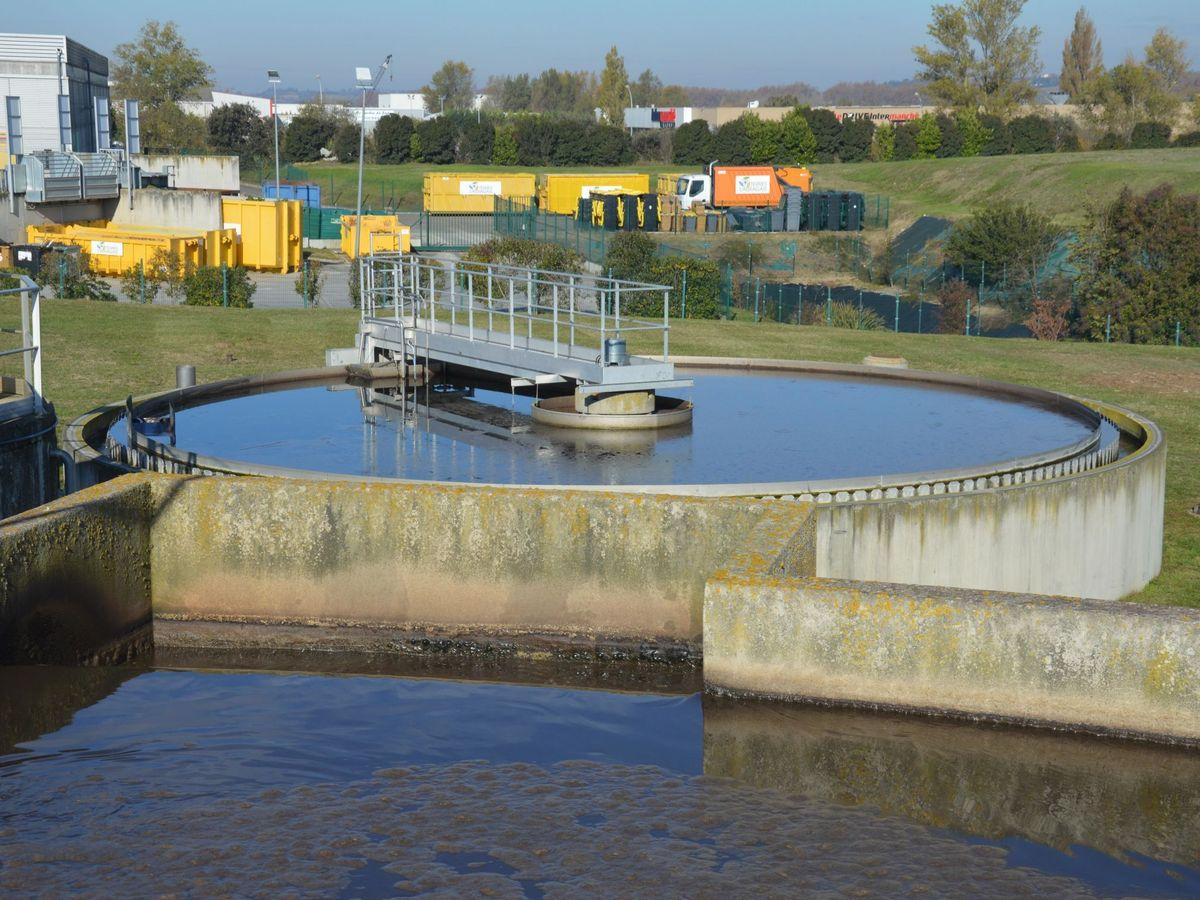 Foto: Depuradora de aguas residuales de Villefranche-de-Lauragais, en Francia. EFE