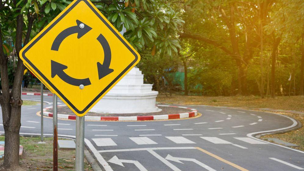 Foto: El timo más frecuente: embestir en las rotondas. (iStock)