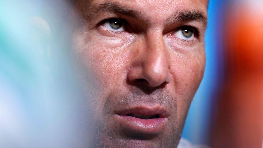 Foto: Zidane renueva con el Real Madrid por tres temporadas. (Reuters)
