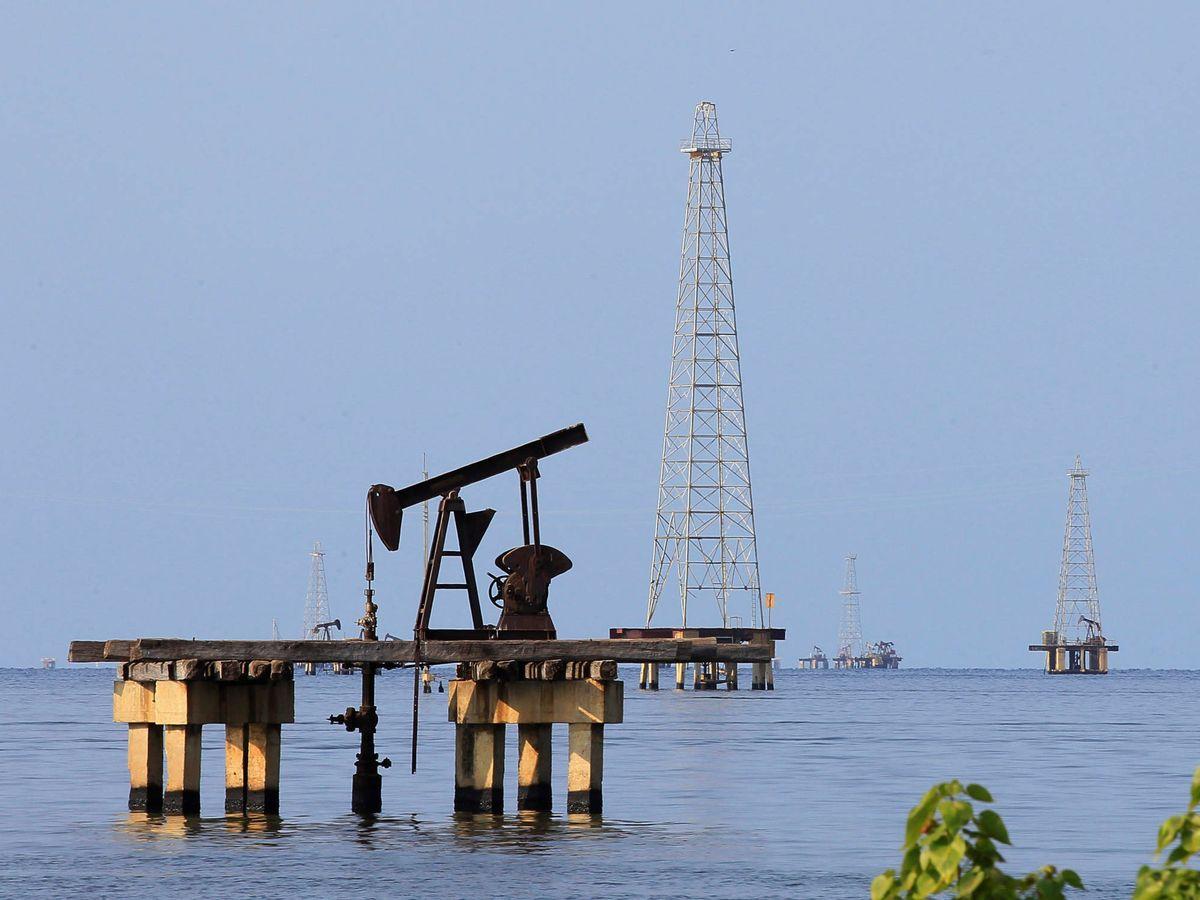 Foto: Un pozo petrolífero en el Lago Maracaibo, en Cabimas, Caracas. (Reuters)