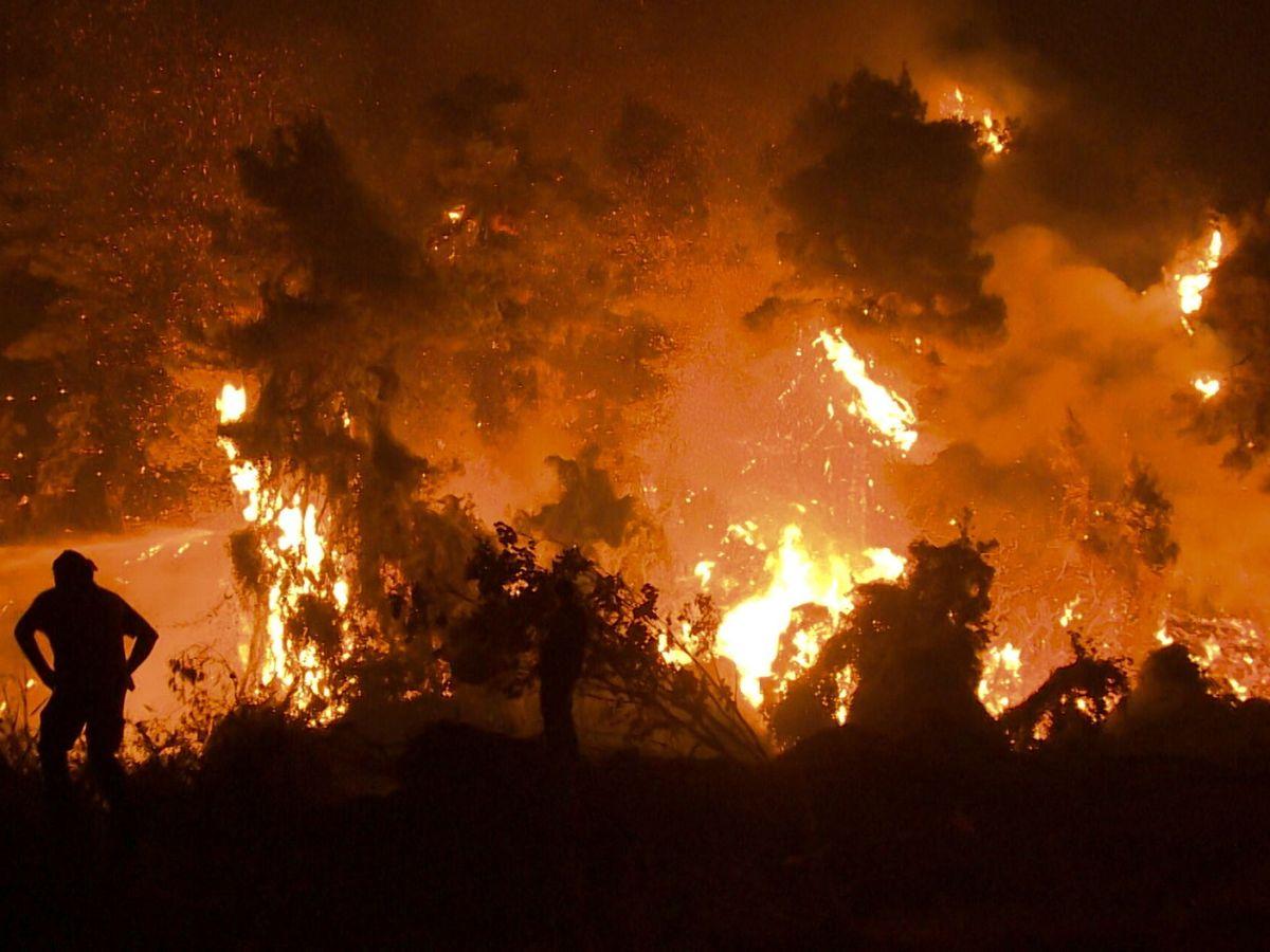 Foto: Incendio en Kamatriades, Grecia, este agosto. (EFE)