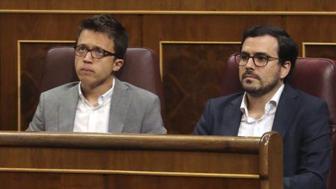 Uniforme blanco para Podemos, tribuna repleta de los suyos... y hastío en el resto