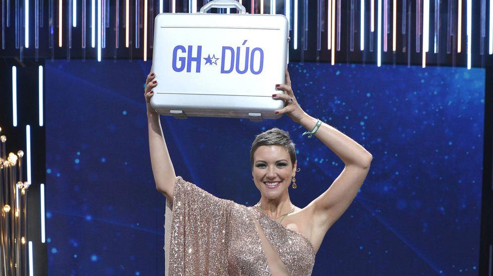 Foto: María Jesús Ruiz con el maletín de 'GH Dúo'. (Mediaset España)