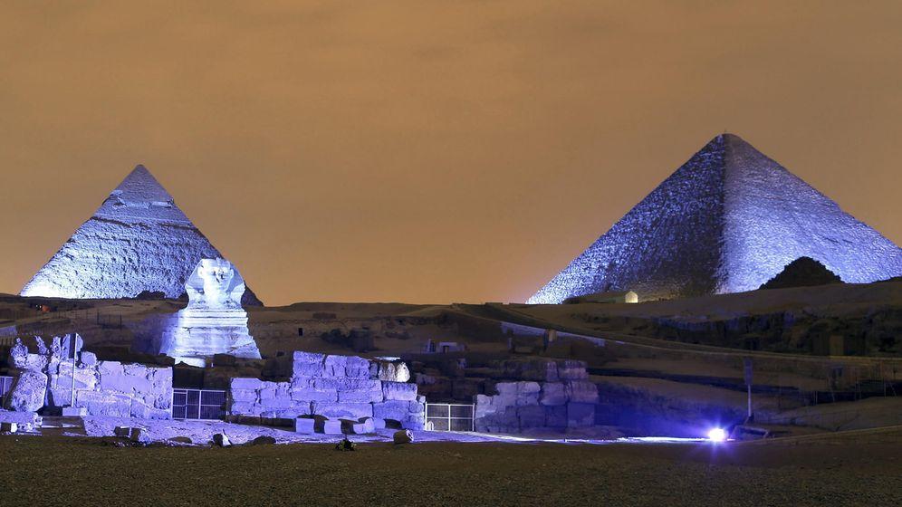 Foto: Giza fue iluminada el 24 de octubre para celebrar el 75 aniversario de la ONU. (Efe/Khaled Elfiqi)