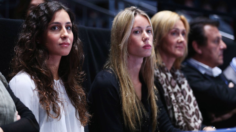 Mery, con la hermana y la madre de Rafa Nadal, en un partido en Londres. (Getty)