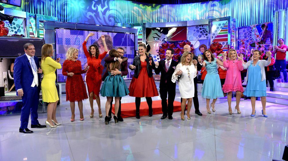 Foto: El equipo de 'Sálvame Deluxe', celebrando la semana de San Valentín (Mediaset España)