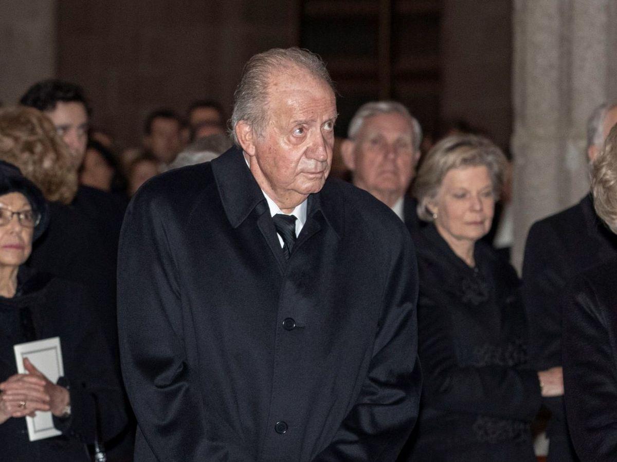 Foto: El rey Juan Carlos, en el funeral de la infanta Pilar. (EFE)