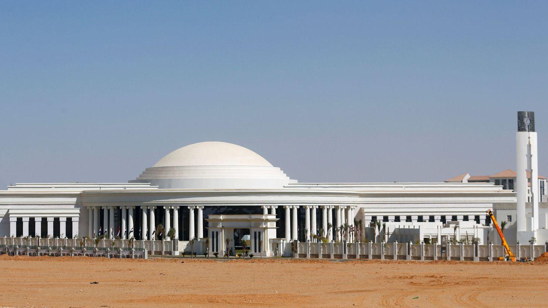 Uno de los edificios para el Gobierno que se están levantando en Egipto. (Reuters)
