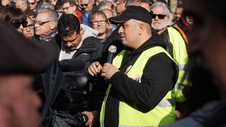 Dimite Tito Álvarez, líder de la 'rebelión' en Barcelona, y deja al taxi sumido en el caos