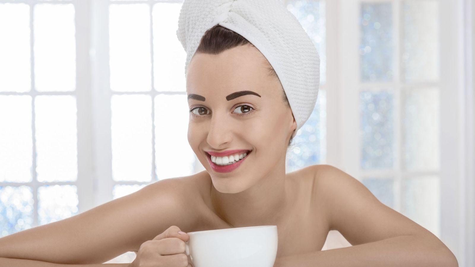 Foto: Anda, qué feliz se levanta por las mañanas la tía. Claro, como conoce las recetas para mantenerse en buena forma... (iStock)