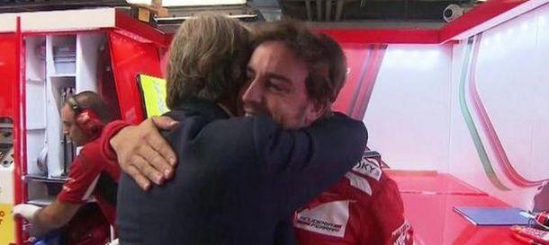 Foto: Abrazo entre Alonso y Montezemolo, este sábado en Monza.