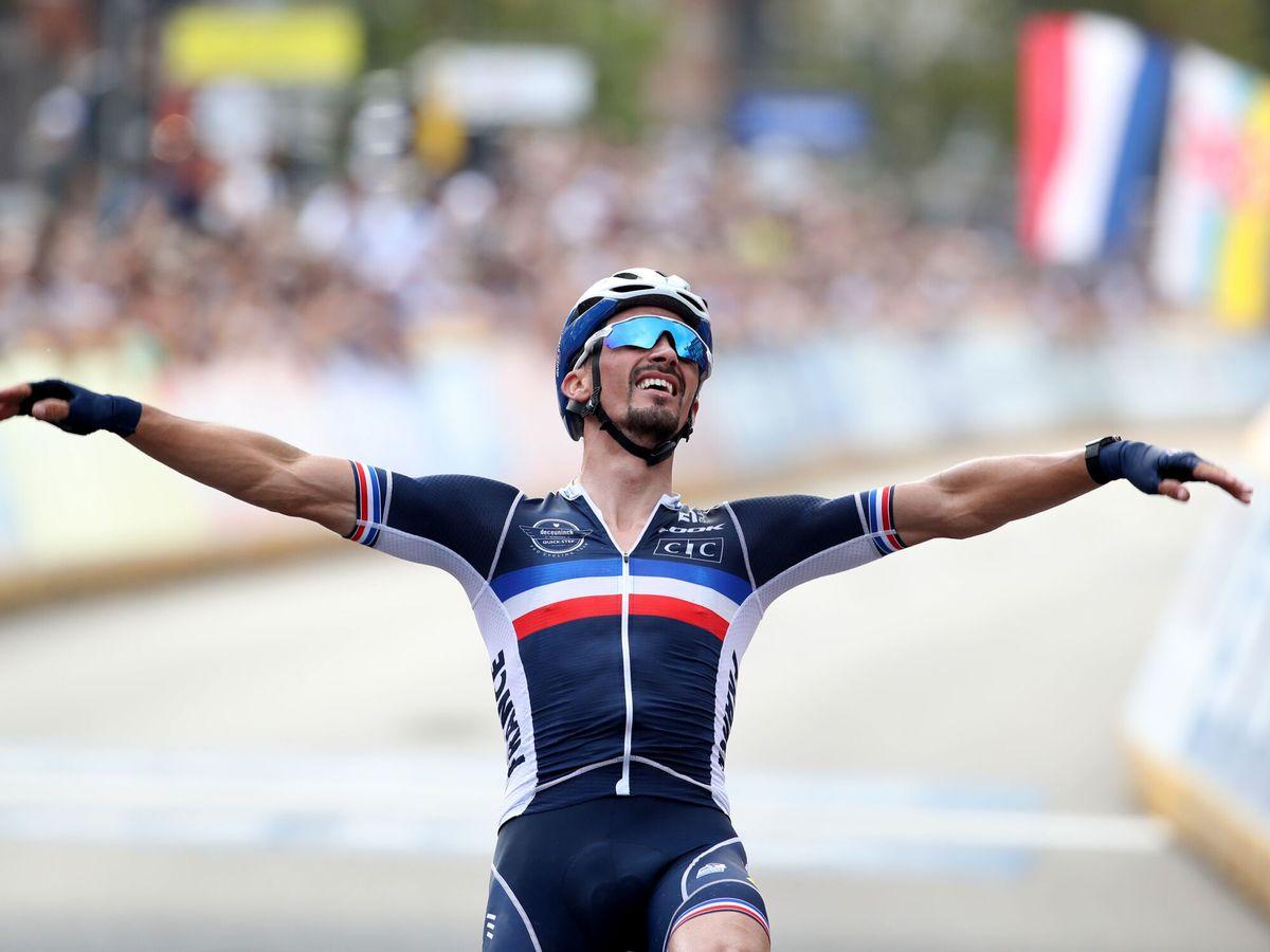 Foto: Alaphilippe celebra su triunfo en el Mundial. (Reuters)
