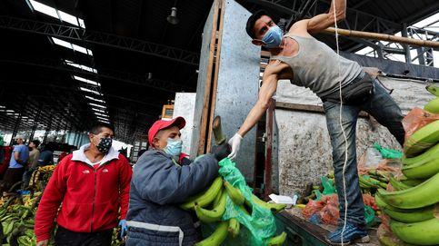 Los ecuatorianos se abastecen de víveres para cuarentena