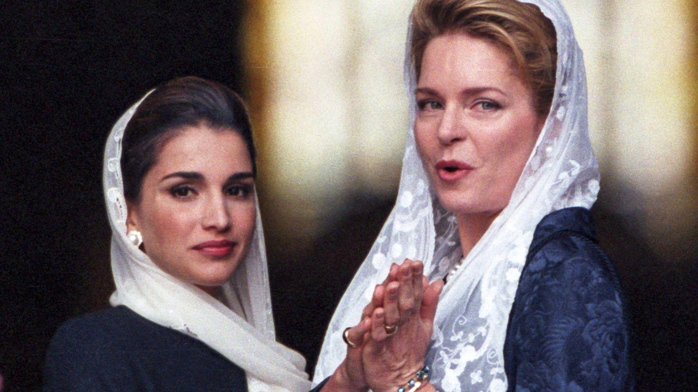 La reina Rania y la reina Noor. (Getty)