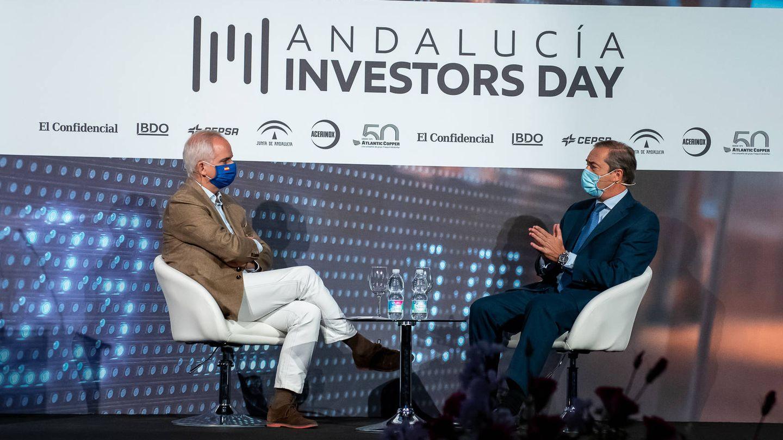 Alberto Artero, director general de El Confidencial, y Antonio Pérez, presidente de Bidafarma.