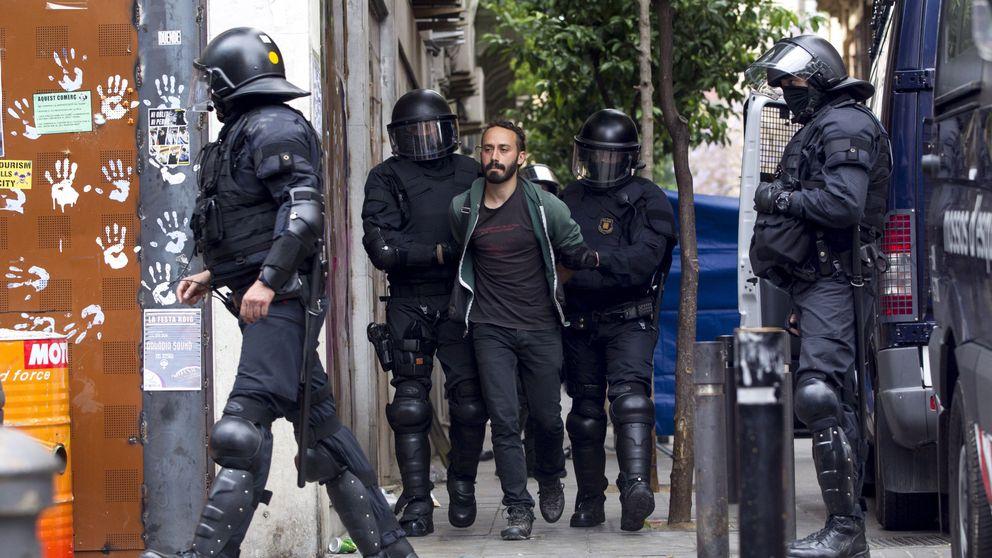 Los Mossos desalojan y detienen a los cinco okupas del 'Banc Expropiat'