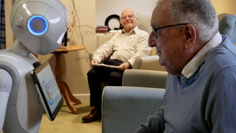 Robots que ayudan a paliar la soledad en residencias: ¿solución o inmoral?