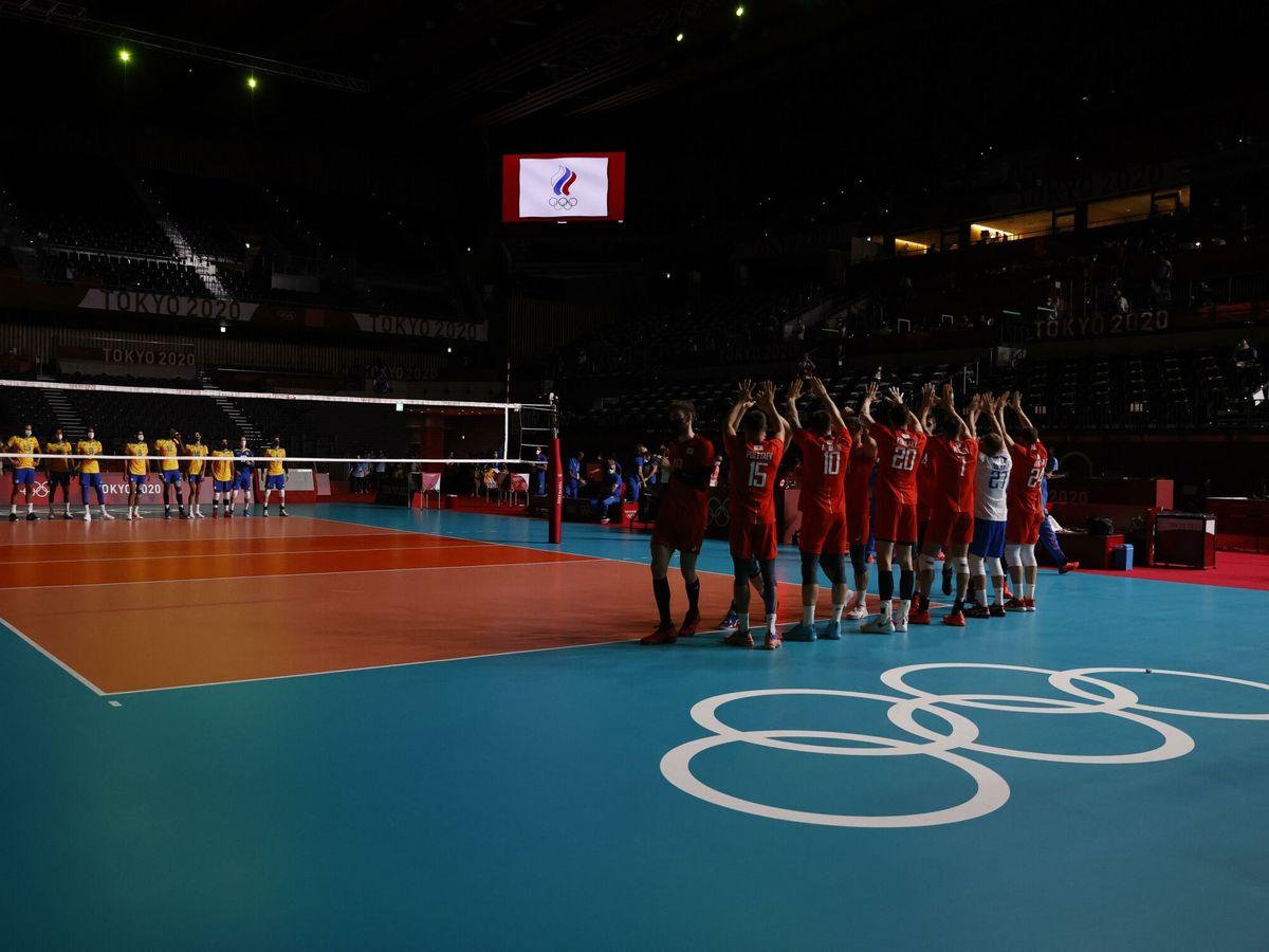 Foto: Los jugadores brasileños y rusos antes del encuentro de la ronda preliminar del grupo C de voleibol entre Italia y Japón durante los Juegos Olímpicos 2020. (EFE)