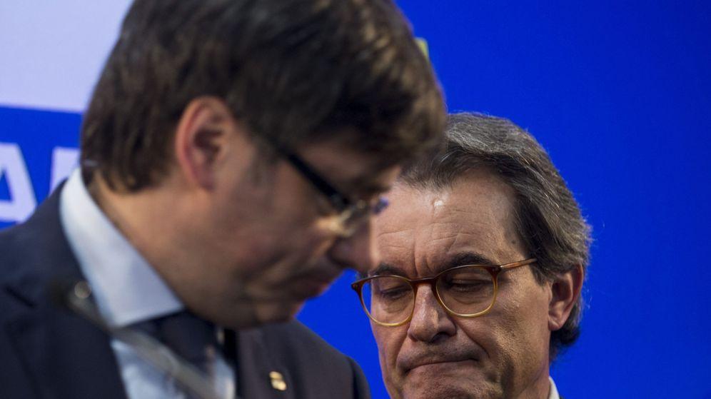 Foto: Carles Puigdemont y Artur Mas. (EFE)