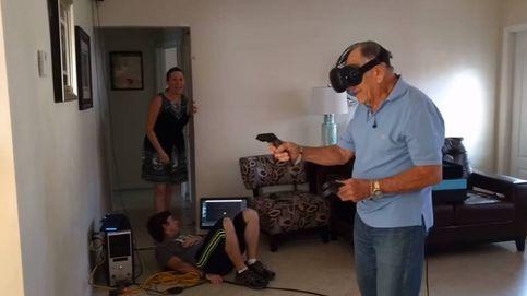 El abuelo de 81 años que 'aniquila' zombies: así se deja llevar por las gafas de realidad virtual