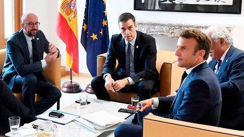 Sánchez queda a los pies de los caballos de París y Berlín, que se reparten el poder