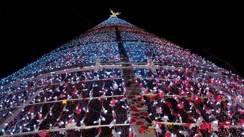 Los taxistas de Vigo llevan gratis a 200 ancianos a ver las luces de Navidad