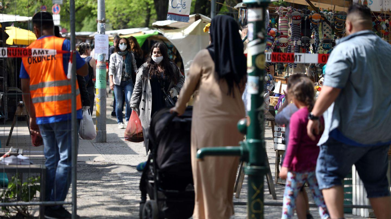 Un mercado en Maybachufer, en Berlín, este lunes. (Reuters)