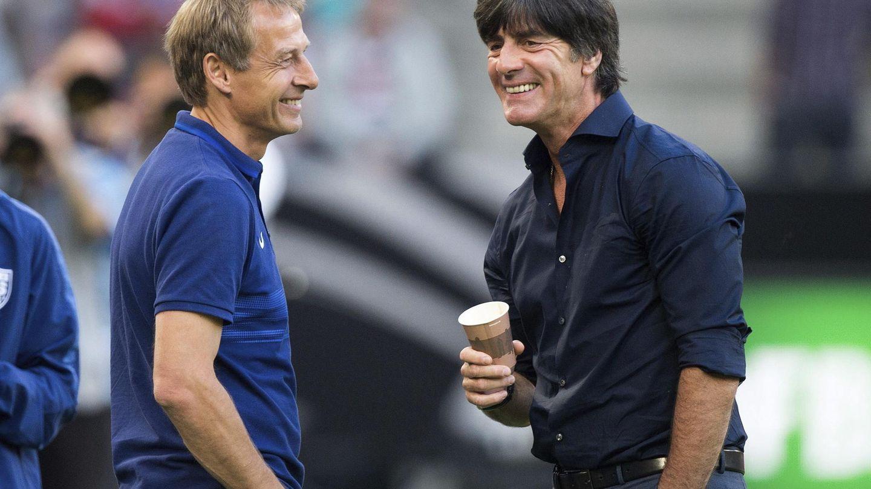 Antes de ser nombrado seleccionador en 2006, Joachim Löw (d) fue asistente de Jürgen Klinsmann desde el 2004 en la seleccióna alemana. (EFE)