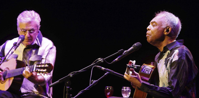 Foto: Caetano Veloso y Gilberto Gil en el concierto en el Teatro Real (Efe)