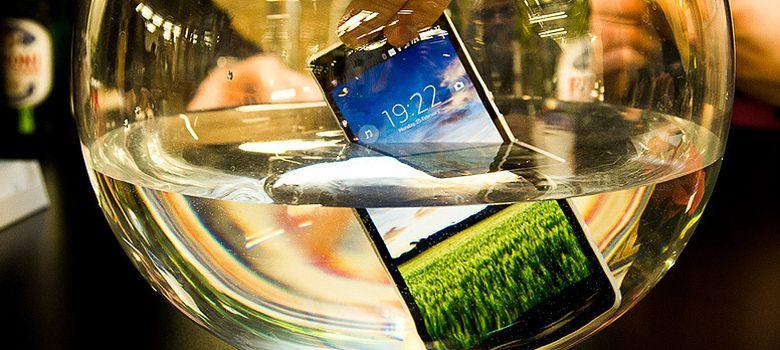 Foto: Calor, agua, golpes... Cómo se 'tortura' un móvil antes de sacarlo al mercado