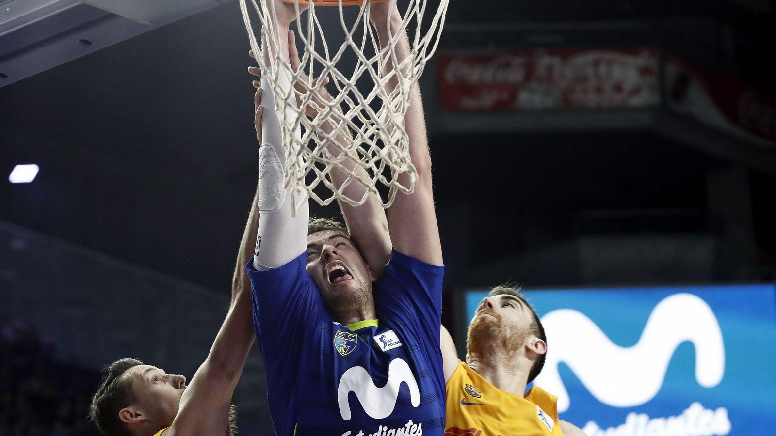 Foto: Ondrej Balvin anotó los dos tiros libres que forzaron la prórroga en el Estudiantes-Barcelona (Mariscal/EFE)