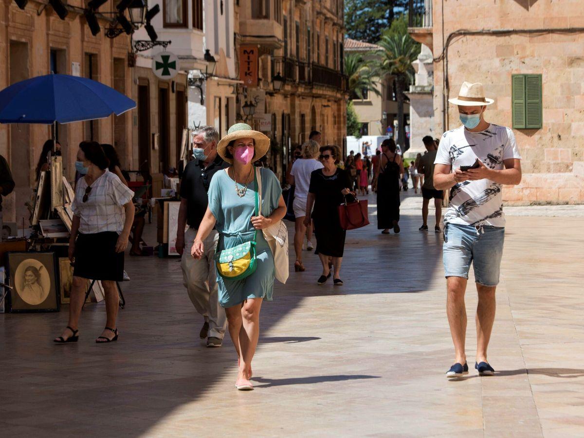Foto: Turistas en Menorca (EFE)