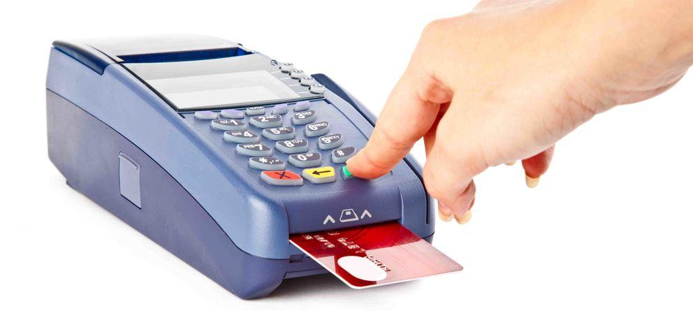 Foto: Un iPhone y 270 euros: así de fácil es robar el pin de una tarjeta
