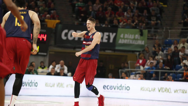 Foto: Marcus Eriksson celebra uno de sus triples en el FC Barcelona-Unicaja de los cuartos de final de la Copa del Rey (ACB Photo)