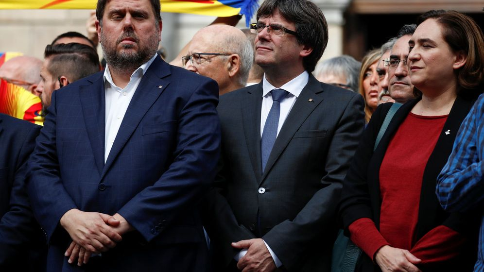 Foto: Oriol Junqueras, Carles Puigdemont y Ada Colau en la concentración. (Reuters)