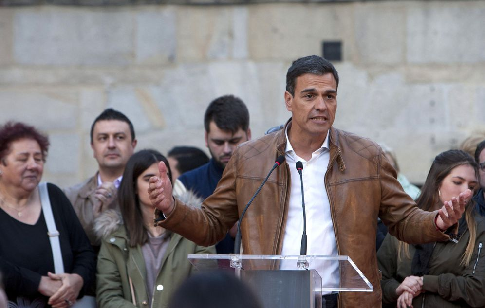 Foto: Pedro Sánchez, este 26 de abril durante su acto con simpatizantes en Pontevedra. (EFE)