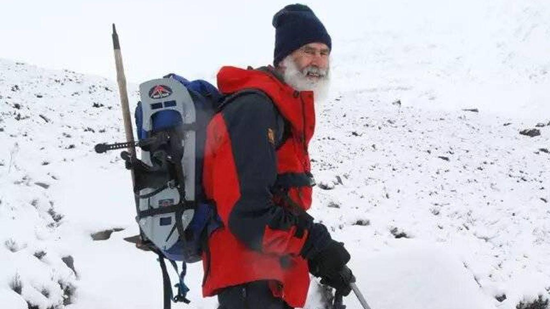 Un hombre de 80 años escala las 282 montañas más altas de Escocia por su mujer con Alzheimer