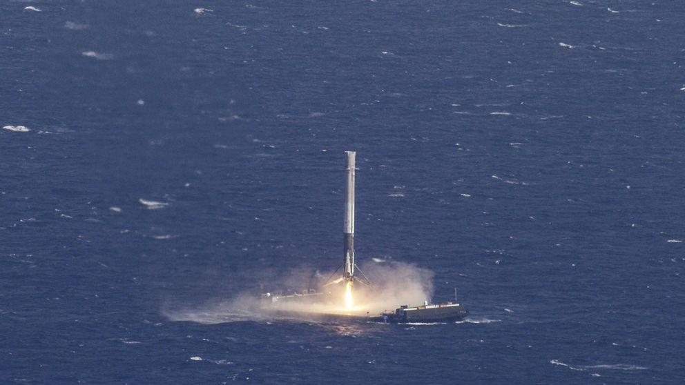 SpaceX hace historia al lanzar y aterrizar un cohete Falcon 9 reutilizado