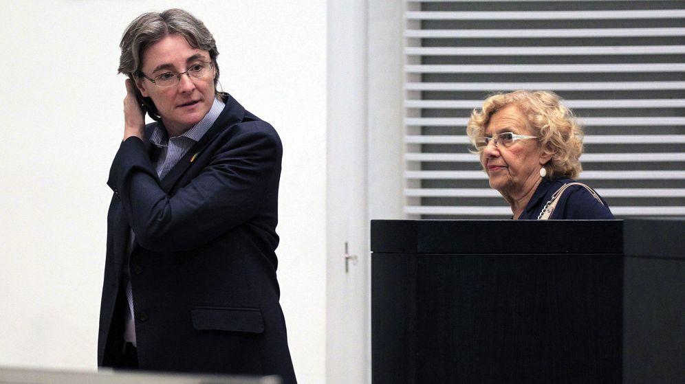 Foto: La alcaldesa de Madrid, Manuela Carmena (d), y la primera teniente de alcalde, Marta Higueras (i). (EFE)