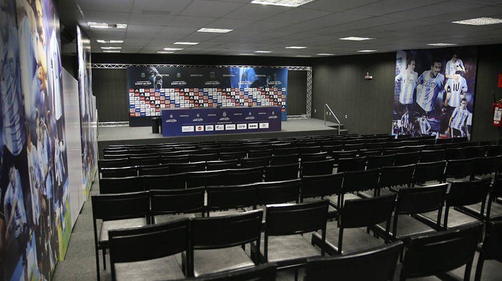 Foto: Imagen de una sala de prensa vacía en el Mundial de Brasil (EFE)