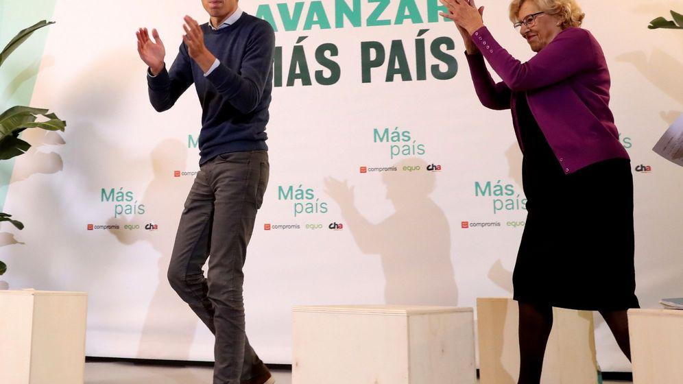Foto: El líder de Más País, Iñigo Errejón (i), junto a la exalcaldesa de Madrid, Manuela Carmena (d), durante el mitin de cierre de la campaña electoral para los comicios del 10 de noviembre. (EFE)
