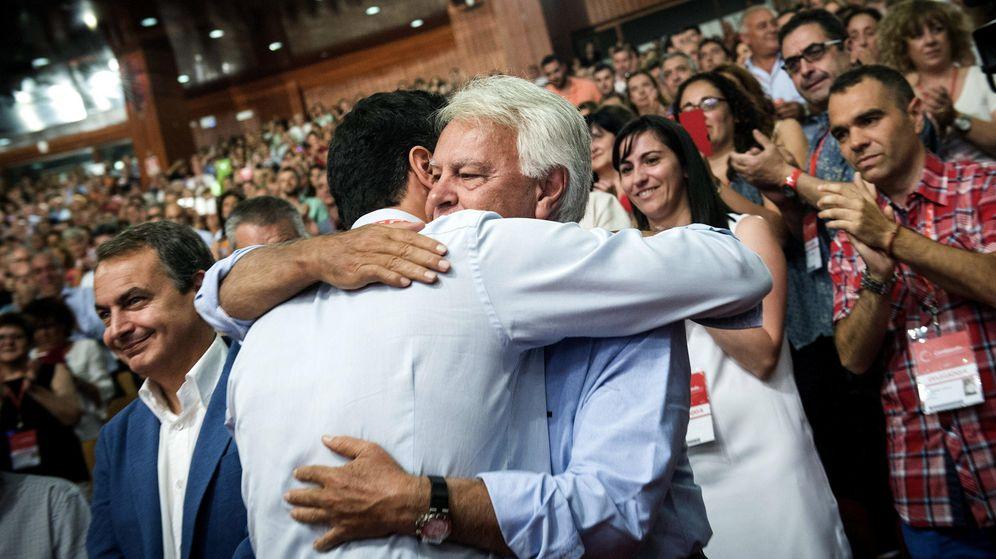 Foto: Felipe González y Pedro Sánchez, en una imagen de archivo. (EFE)