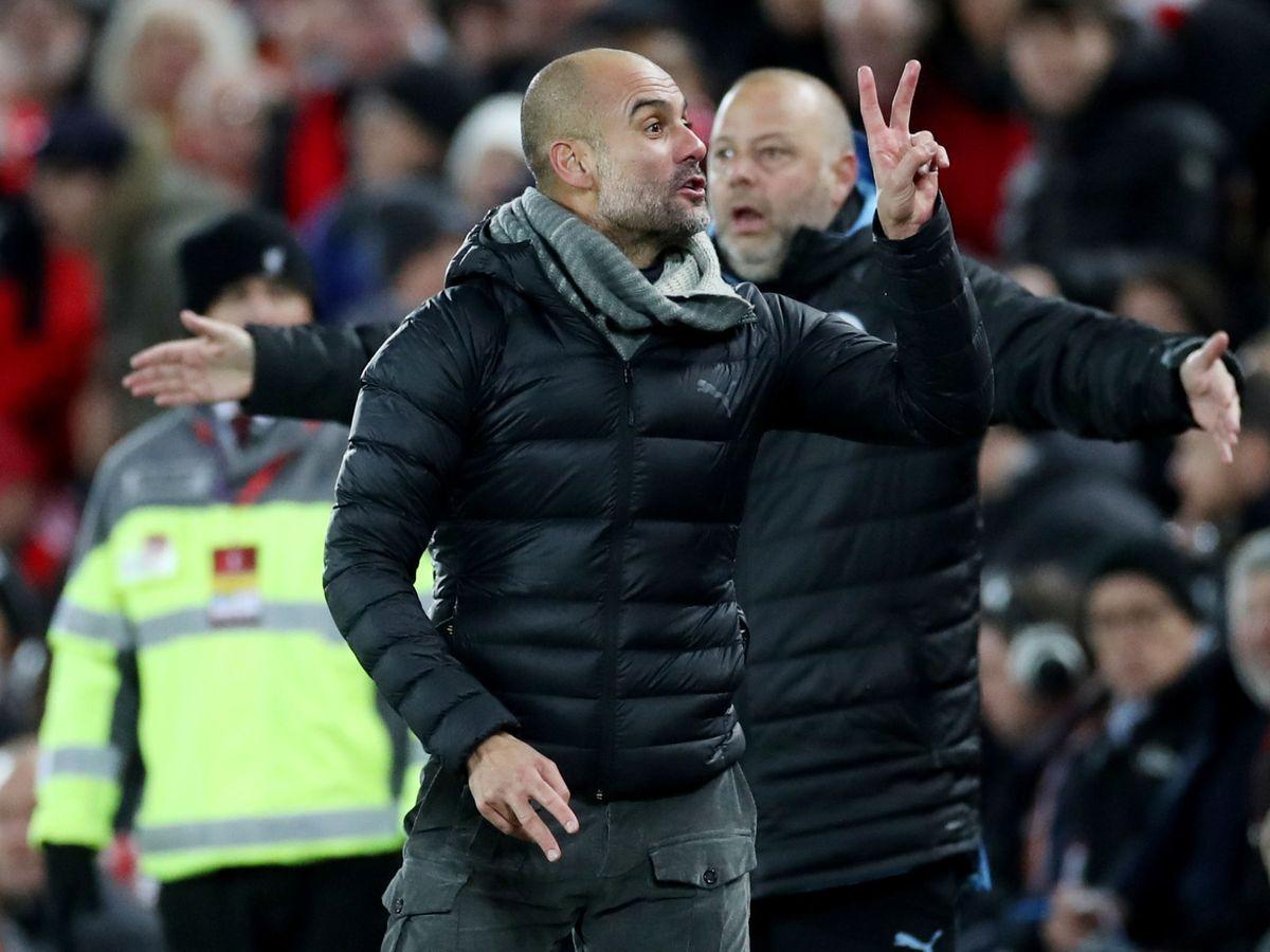 Foto: Pep Guardiola, reclamando los dos penaltis ante el Liverpool. (Reuters)