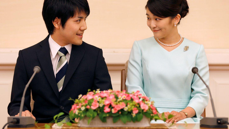 Mako y Kei anunciando su compromiso. (Reuters)