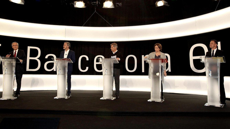Foto: Los candidatos a la alcadía de Barcelona, entre ellos Xavier Trias (1i) y Ada Colau (2d), participan en el debate organizado por Barcelona Televisió. (EFE)