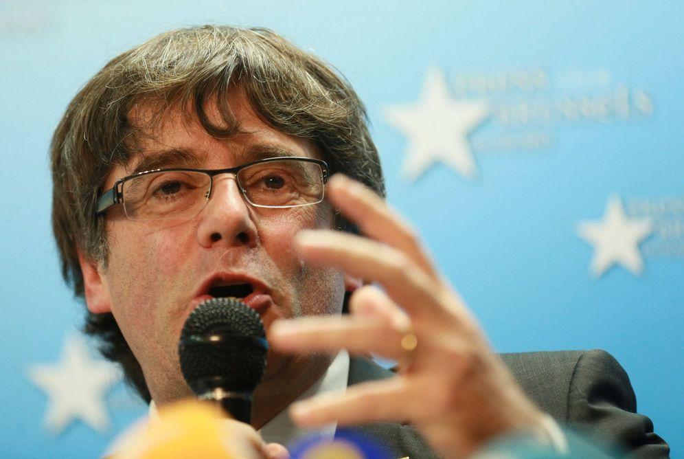 Foto: Puigdemont interviene ante la prensa en Bruselas (EFE)